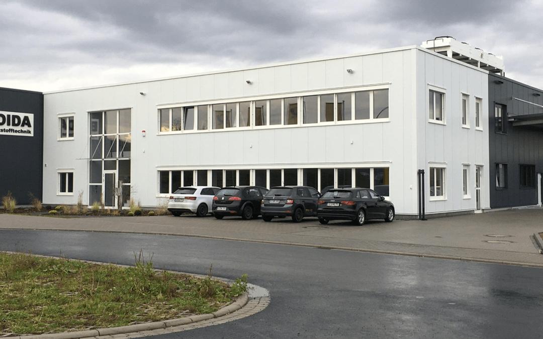 Einweihung eines neuen Firmengebäudes